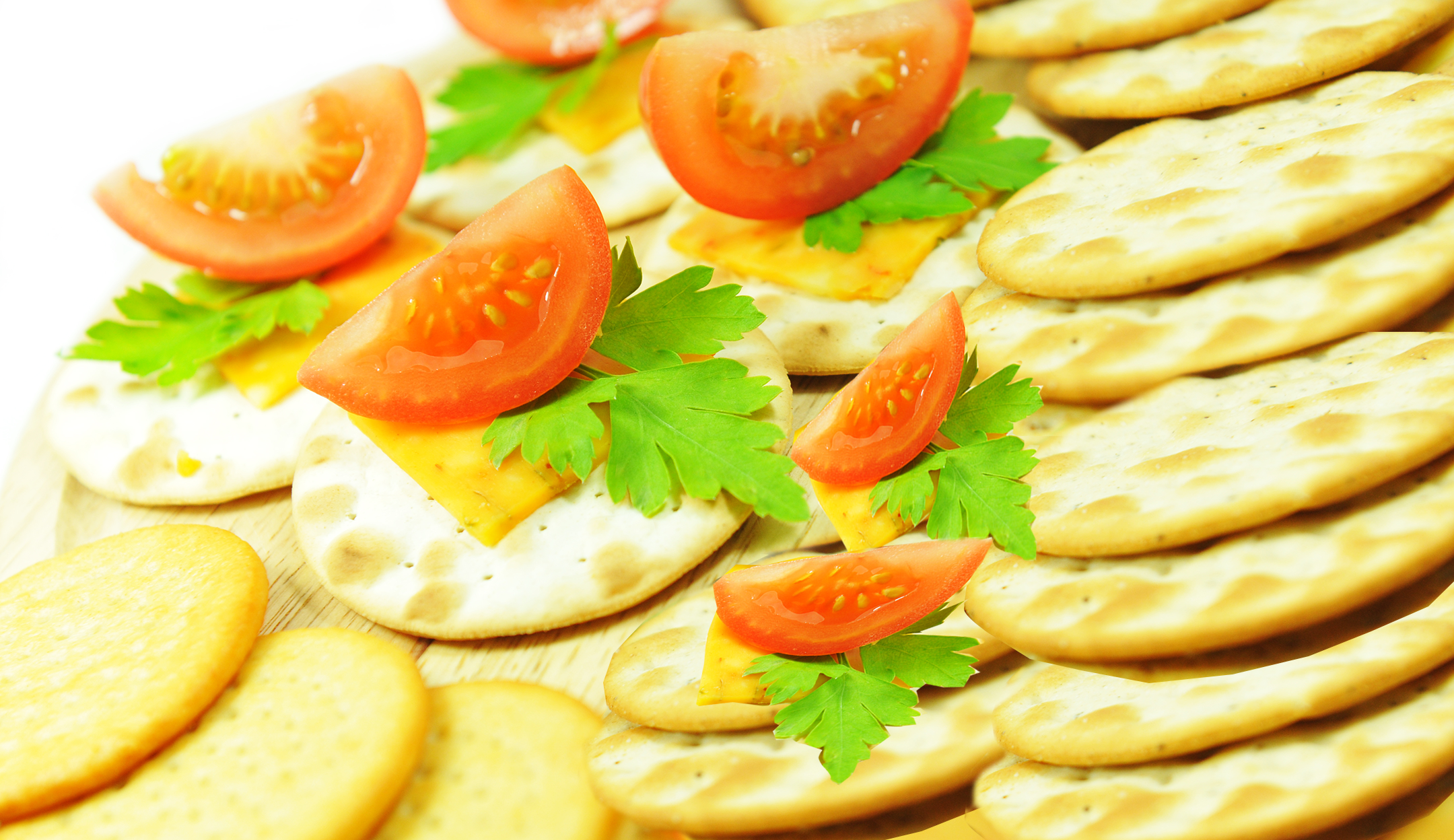 Crackers with cheese & tomato slices